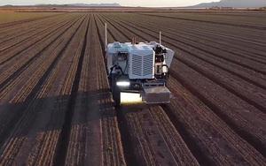 Robot diệt cỏ siêu thông minh giúp người nông dân nhàn hạ, canh tác hiệu quả cao
