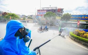 Phun khử khuẩn hơn 10.000m2 diện tích tại ổ dịch Quốc Oai