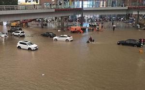 'Thành phố iPhone' của Trung Quốc khẩn cấp di dời hơn 100.000 dân trước nguy cơ vỡ đập
