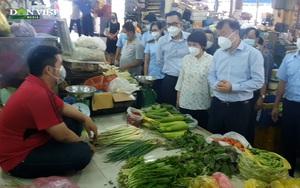 """Video: Thứ trưởng Bộ Công Thương trực tiếp """"đi chợ"""" tại TP. HCM"""