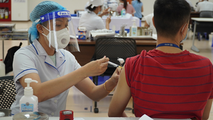 13 nhóm được ưu tiên tiêm vaccine COVID-19 tại Hà Nội