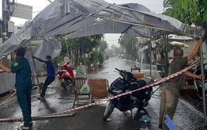 Ảnh: Xúc động cảnh lực lượng phòng chống dịch Đồng Nai ngập chìm trong mưa gió