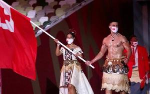 "Pita Taufatofua, người cầm cờ Tonga cởi trần ""hot"" nhất lễ khai mạc Olympic 2020"