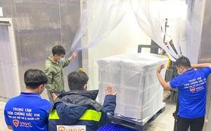 Cận cảnh lô vaccine AstraZeneca lớn nhất hạ cánh xuống sân bay Tây Sơn Nhất