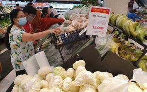 TP.HCM tiếp tục giãn cách theo Chỉ thị 16: Siêu thị đông trở lại, thực phẩm vẫn đầy ắp
