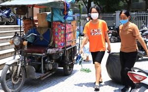 Sinh viên Hà Nội đội nắng xuyên trưa chuyển phòng, nhường chỗ ở làm nơi cách ly Covid-19