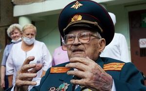 Cựu binh Nga 102 tuổi nguy kịch vì Covid-19 chiến thắng căn bệnh để tái sinh