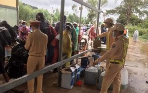 Kon Tum: Hỗ trợ hàng nghìn lít xăng, bánh, sữa... cho người về từ vùng dịch đi qua địa bàn