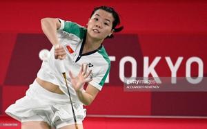 Hoa khôi Nguyễn Thùy Linh khiến tay vợt số 1 thế giới toát mồ hôi!