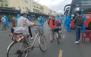 CSGT tháp tùng đoàn xe đưa 400 công dân Phú Yên từ TP.HCM về quê