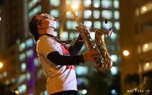 MC Nguyên Khang trải lòng về buổi diễn saxophone của Trần Mạnh Tuấn tại bệnh viện dã chiến