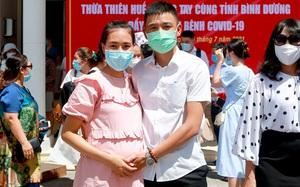 TT-Huế: Xúc động hình ảnh vợ mang thai 8 tháng tiễn chồng vào miền Nam chống dịch