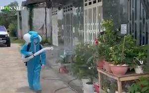 Đồng Nai: Nhóm tình nguyện dầm mình trong mưa nắng, phun xịt khử khuẩn miễn phí giúp người dân