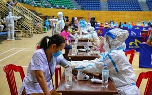 Ảnh: Tiêm vaccine Moderna cho gần 17.000 người tại Đà Nẵng