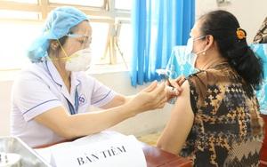 Bộ Y tế đồng ý cho TP.HCM rút ngắn thời gian theo dõi sau tiêm vắc xin Covid-19