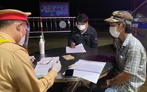 Đắk Nông: Xử phạt tài xế và người trốn trên thùng xe để trốn chốt kiểm soát dịch Covid-19