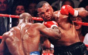 """Võ sĩ """"Quái thú"""" không biết đau là gì khiến Mike Tyson cả đời sợ hãi"""