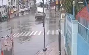 TP.HCM: Xe cứu thương bị ô tô húc văng, lật nhào trên đường