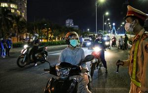 """Ảnh: Nhiều người """"quay xe"""" trong đêm đầu tiên Đà Nẵng thực hiện giãn cách xã hội"""