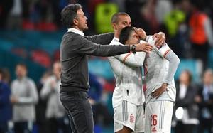 """Khoảnh khắc dàn sao Tây Ban Nha bật khóc sau màn """"đấu súng"""" cân não với Italia"""