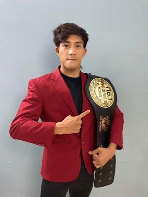"""Võ sĩ Nguyễn Trần Duy Nhất tham gia """"bom tấn võ thuật"""" và... cái kết"""