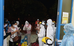 Hàng chục người đi tàu hoả từ TP.HCM về Huế thất vọng vì phải xuống ga Đông Hà