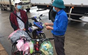 Clip: Lý do thanh niên đạp xe về quê chỉ nhận nửa số tiền hỗ trợ, dù bụng đói lả