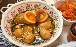 Lạ miệng với trứng gà lòng đào ngâm nước tương đúng kiểu Hàn Quốc
