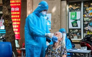 Lấy 300 mẫu xét nghiệm cho người dân ở chợ Ngọc Hà sau khi phong toả phố Đội Cấn