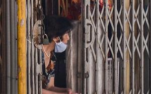 Ảnh: Cảnh khác lạ tại nơi được coi là thủ phủ đồ hàng mã trên phố cổ Hà Nội