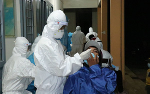 Đắk Lắk: Xuyên đêm xét nghiệm người từ vùng dịch trở về, phát hiện 12 trường hợp dương tính với SARS-CoV-2