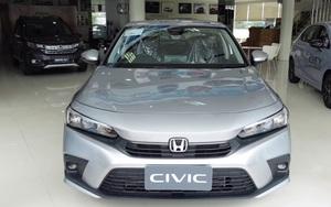 Cận cảnh Honda Civic 2022 bản tiêu chuẩn giá hơn 600 triệu đồng tại đại lý