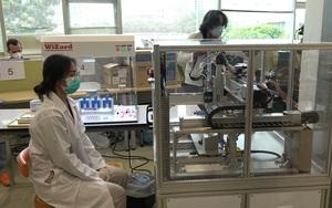 Thái Lan phát triển robot chia liều vaccine Covid-19 chuẩn xác