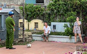 Hà Nội: Người dân chơi cầu lông trong nghĩa trang, bán hàng dưới lòng đường và trèo rào tại khu cách ly