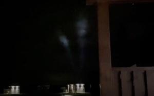 Hiện tượng bí ẩn trên bầu trời đêm làm dấy lên giả thuyết về sự xuất hiện của UFO