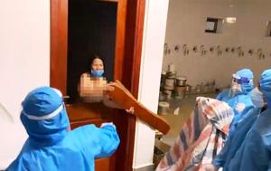 Người cởi quần áo chống đối đi cách ly tập trung bị khởi tố