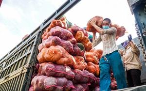 Video: 100 tấn nông sản Sơn La lên tàu vào thẳng tâm dịch Bình Dương
