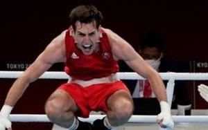 Chuyện lạ Olympic: Võ sĩ quyền Anh mất huy chương vì... ăn mừng quá đà