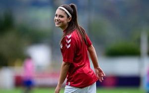 Mê mẩn nhan sắc tiền vệ tân binh của CLB nữ Liverpool