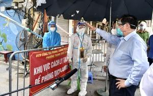 Ảnh: Thủ tướng Phạm Minh Chính kiểm tra đột xuất các 'điểm nóng' dịch Covid-19 tại Hà Nội