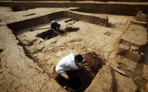 Sạt lở đất khiến 168 ngôi mộ lộ ra, chuyên gia vui sướng thấy 6 cổ mộ của hoàng đế Trung Quốc