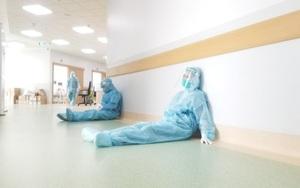 Chế độ cho nhân viên y tế chống dịch - Bài 2: Cần bữa ăn đảm bảo để giữ sức cứu bệnh nhân