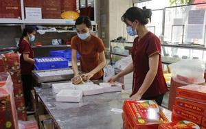 Hà Nội: Cắt giảm 90% nhân công, nhiều cơ sở sản xuất bánh trung thu loay hoay tìm kênh bán online