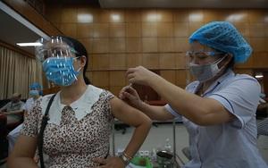 Gần 1,5 triệu liều vaccine Covid-19 AstraZenenca về Việt Nam