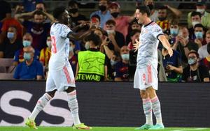 """Lập cú đúp vào lưới Barca, Lewandowski khẳng định """"ghi bàn không phải nghĩ"""""""