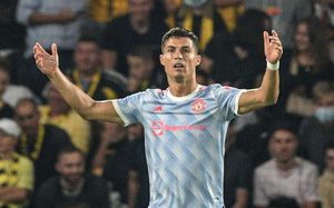 """M.U thua """"tí hon"""", Solskjaer lý giải quyết định khó hiểu với Ronaldo"""