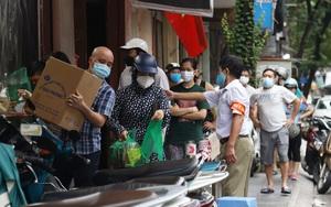 Hà Nội: Chủ tịch quận Tây Hồ chỉ đạo xử lý tiệm bánh trung thu Bảo Phương để khách xếp hàng tấp nập