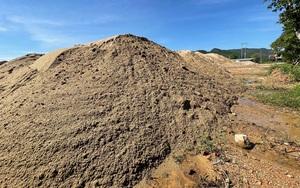 Quảng Ngãi: Bãi tập kết cát trái phép khủng tồn tại như chốn không người ở Quốc lộ 24