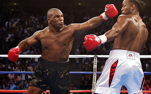 """Mike Tyson đòi """"xử cả nhà"""" đối thủ và cái kết đắng"""