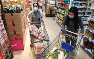 """ẢNH: Người dân """"vùng xanh"""" ở TP.HCM hớn hở đi siêu thị trở lại, tự tay mua thực phẩm"""